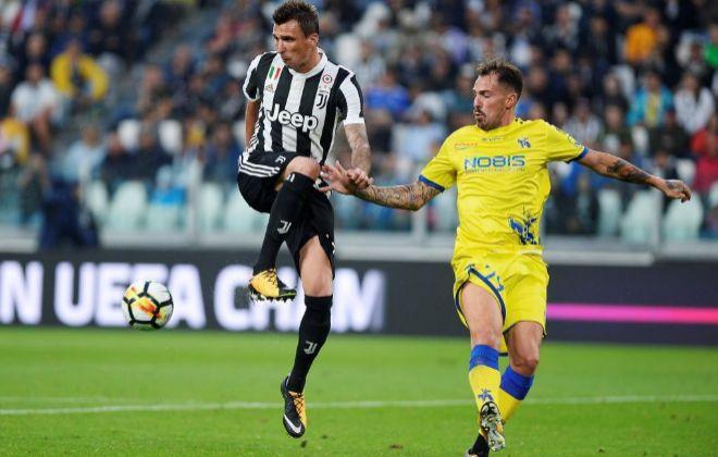 Mario Mandzkuic, el sábado, durante el partido frente al Chievo en Turín.