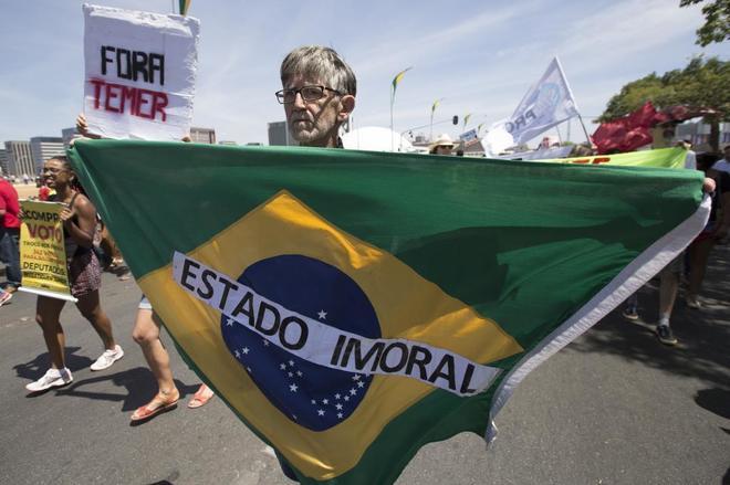 Manifestación en contra de Michel Temer en los festejos por los 195 años de la Independencia.