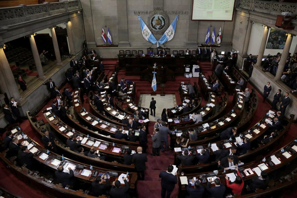 El Congreso, reunido para votar la retirada de la inmunidad diplomática al presidente de Guatemala Jimmy Morales.