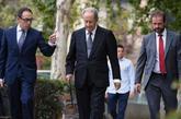Juan Miguel Villar Mir, en el centro, a su llegada a la Audiencia...