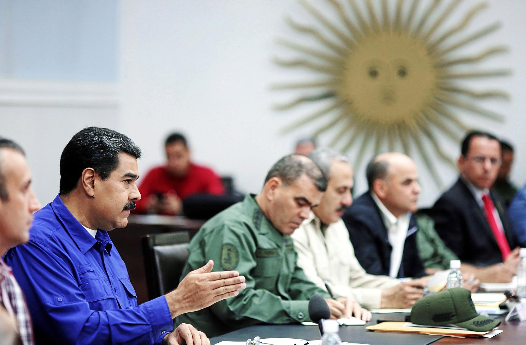 El presidente Maduro durante una reunión con sus ministros en Miraflores.
