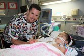 Imagen de Chrissie en un hospital de Texas que ha sido cortada y...
