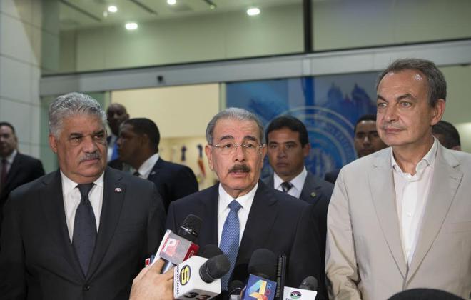 Zapatero y Fernández, mediadores del diálogo venezolano, en su cita ayer en República Dominicana.
