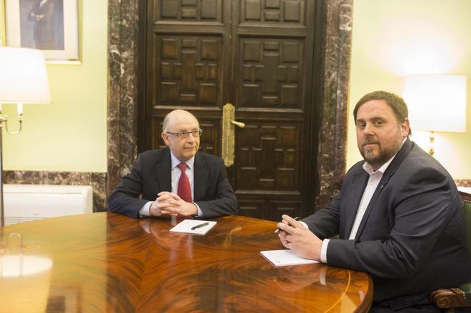 Cristóbal Montoro y Oriol Junqueras, en una reunión en marzo de...
