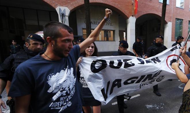Protesta independentista frente a un cuartel de la Guardia Civil en...