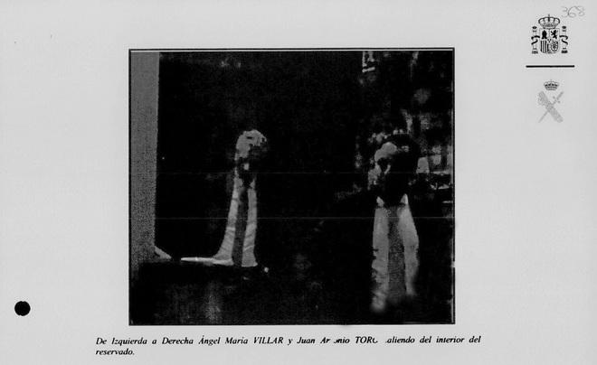 La reunión ente Villar y el juez Toro tuvo lugar el pasado 6 de junio en un restaurante de Madrid. Esta imagen, en la que aparecen ambos, fue tomada por la UCO y está incluida en el sumario de caso.
