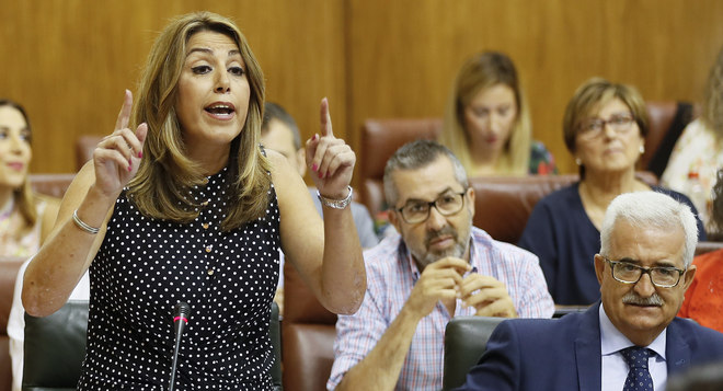 Susana Díaz, en el Parlamento, junto a Jiménez Barrios.