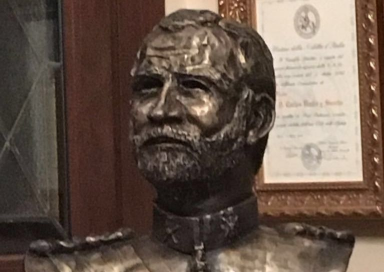 un escultor dona a alicante un busto del rey y recuerda al alcalde