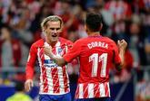 Griezmann celebra junto a Correa el tanto conseguido ante el Málaga....