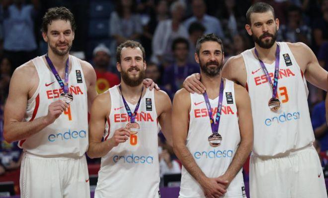 Pau Gasol, Sergio Rodríguez, Juan Carlos Navarro y Marc Gasol, con sus medallas en Estambul.