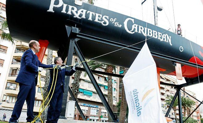 El alcalde de Alicante, Gabriel Echávarri, y el presidente de la Generalitat, Ximo Puig, en el acto de constitución del Comité de la Volvo Ocean Race a principios de este año.