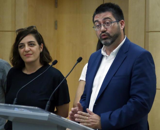 Los ediles de Ahora Madrid, Celia Mayer y Carlos Sánchez Mato, en rueda de pensa el pasado junio, para explicar sus imputaciones.