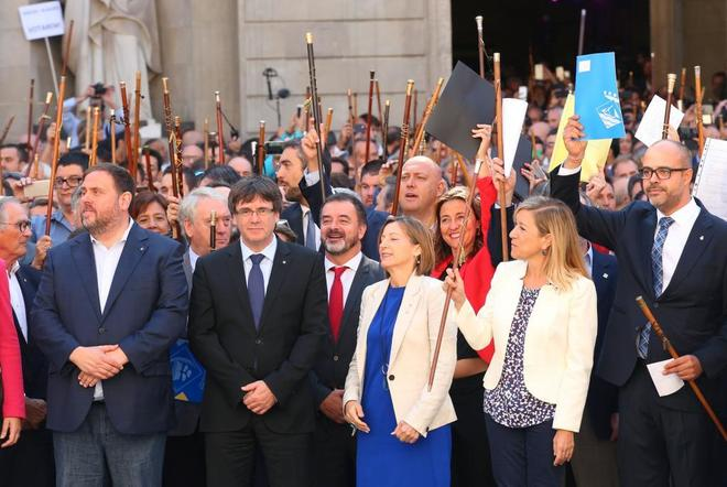 Oriol Junqueras, Carles Puigdemont y Carme Forcadell, el viernes,...