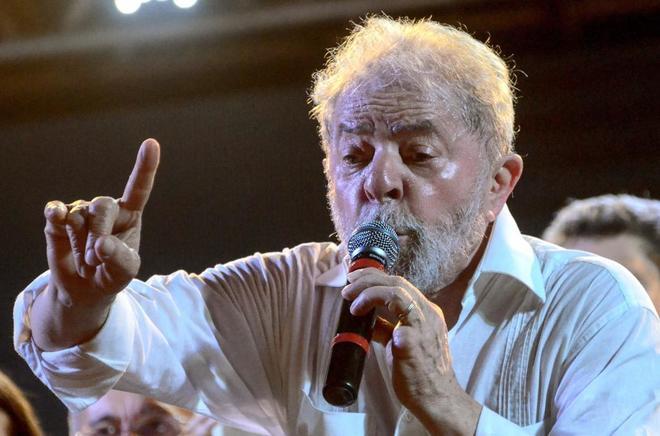 El exp residente de Brasil Luiz Inacio Lula da Silva durante un acto con sus simpatizantes en agosto.