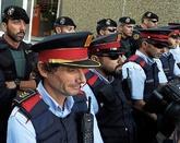 Agentes de los Mossos y de la Guardia Civil durante los registros del...