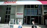La puerta principal de la clínica iDental en Valencia, ayer.