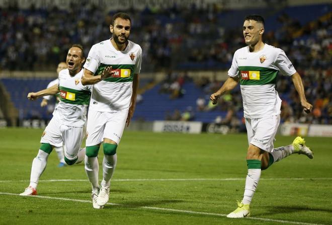Los jugadores del Elche celebran el gol que les garantizó la victoria.