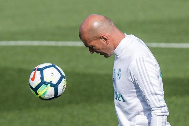 Zinedine Zidane, durante el entrenamiento previo al partido contra el Alavés.