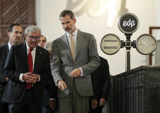Felipe VI, durante su visita a la central hidraúlica de La Malva, en...