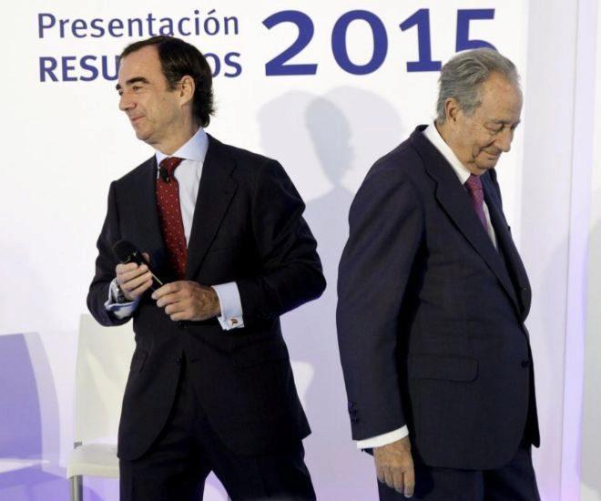 Juan Villar Mir, delante de su padre, que todavía preside el Grupo Villar Mir