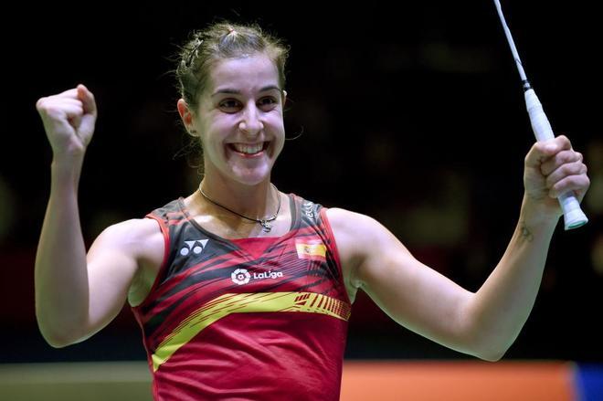Carolina Marin celebra su victoria en el Abierto de Japón.