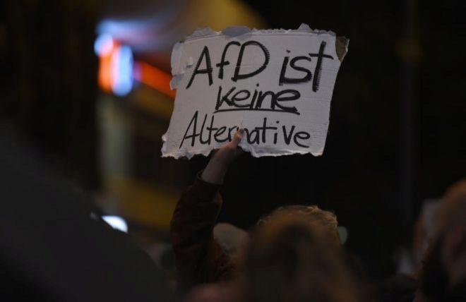 """Manifestaciones contra AfD, con lemas como """"No es una alternativa"""", en Berlín."""