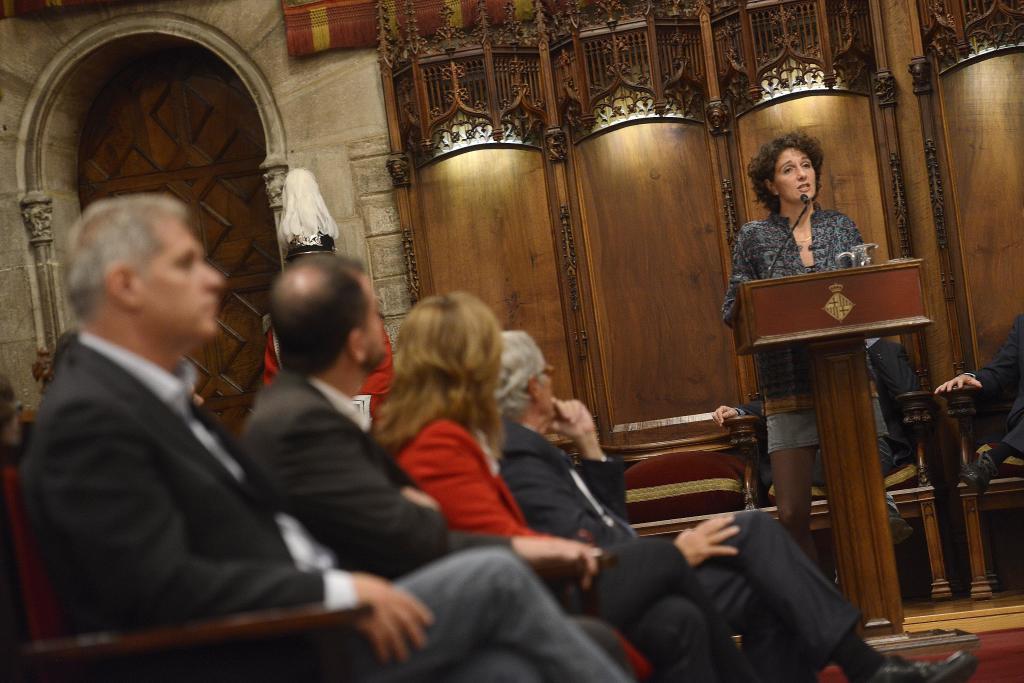 La filósofa Marina Garcés con Alberto Fernández (PP) en primer...