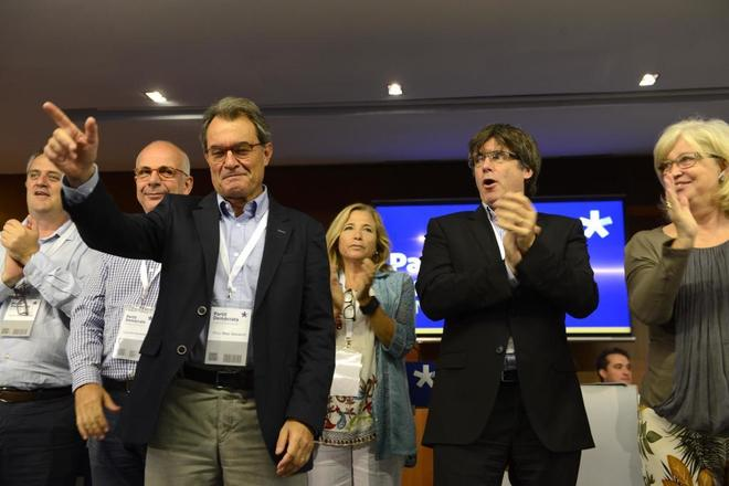 Artur Mas, con Carles Puigdemont en un Consell Nacional del PDeCAT celebrado recientemente.