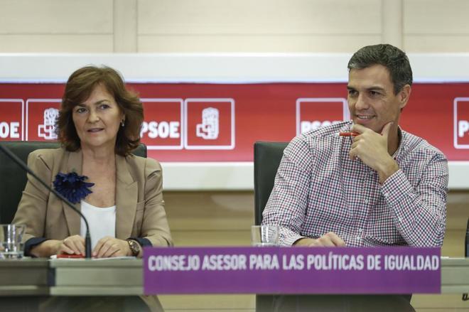 Carmen Calvo, con Pedro Sánchez esta mañana en Ferraz.