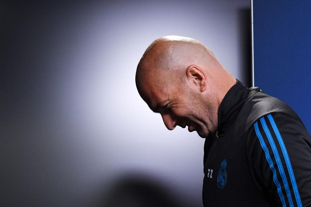 Madrid?s French head coach Ziendine Zidane attends a press conference on the eve of the Champions League Group H football match Borussia Dortmund vs Real Madrid on September 25, 2017 in Dortmund, Germany. / AFP PHOTO / PATRIK STOLLARZ