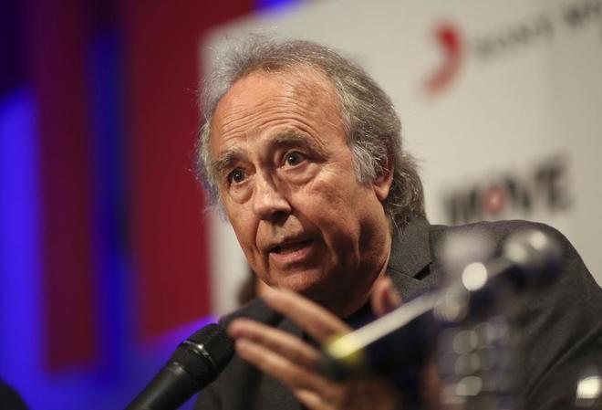 El cantautor Joan Manuel Serrat ofrece una rueda de prensa ayer en...