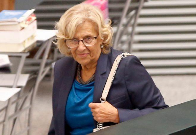 La alcaldesa de Madrid, Manuela Carmena, a su llegada al Pleno del Ayuntamiento de la capital.