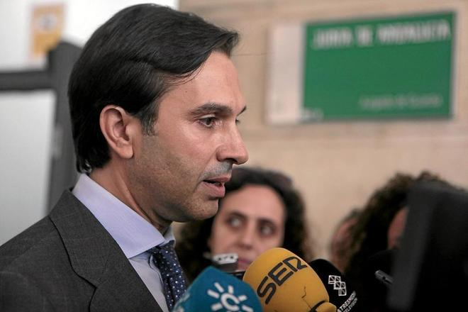 Juan María González Mejías a su llegada a los juzgados de Sevilla para declarar por el  caso Invercaria