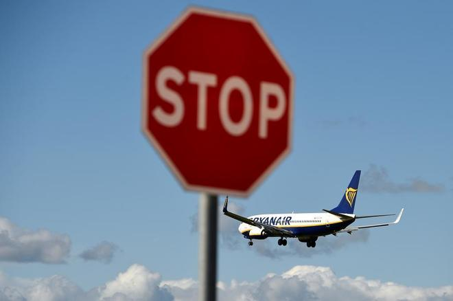 Un avión de Ryanair listo para tomar tierra en Dublín.