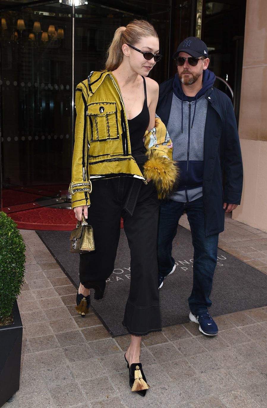 Para el fitting de Isabel Marant en París llevó una cazadora...