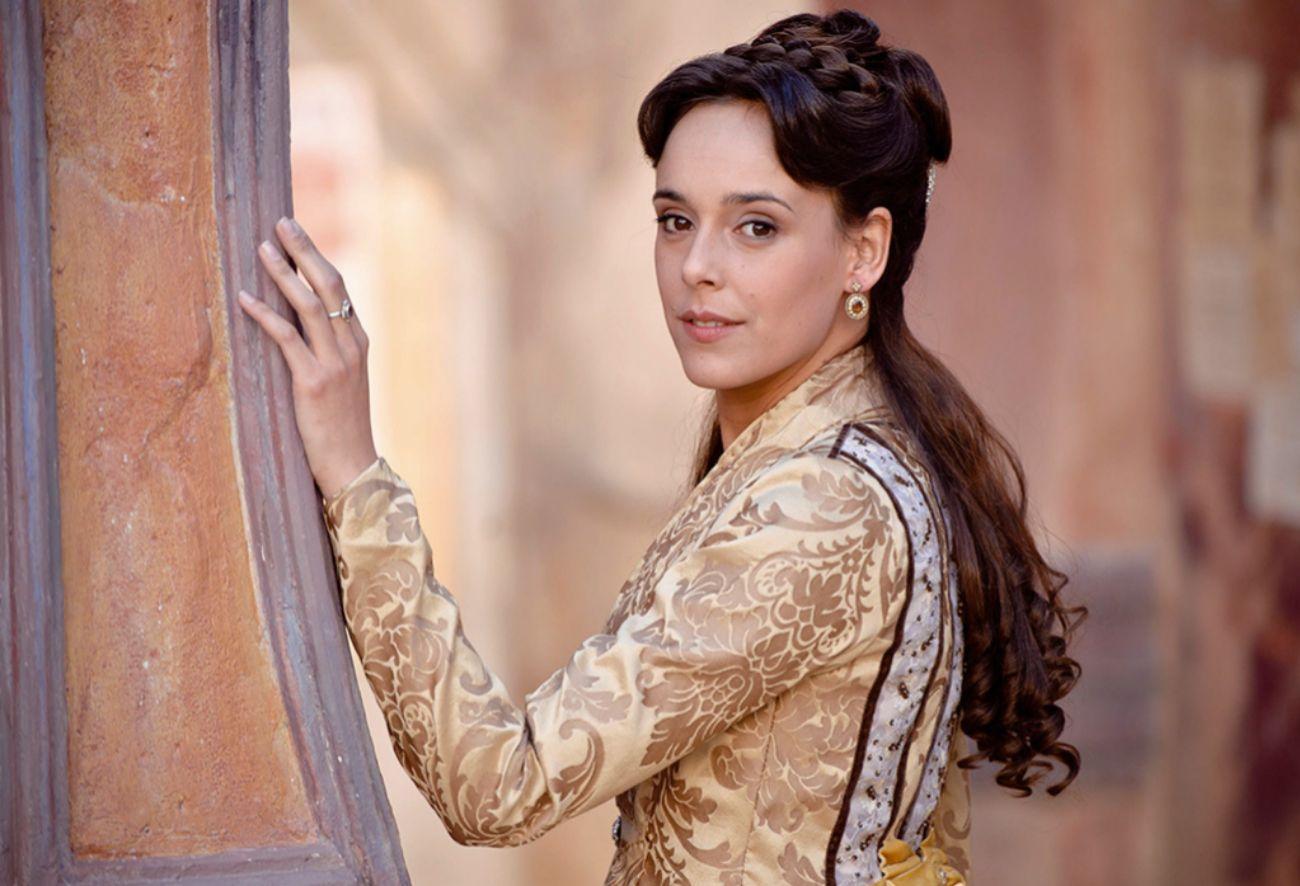 Serie de televisión que narra las aventuras de Sara Rivero (Eugenia...