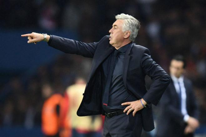 Carlo Ancelotti, durante el partido entre el Bayern Múnich y el PSG, este miércoles, en París.
