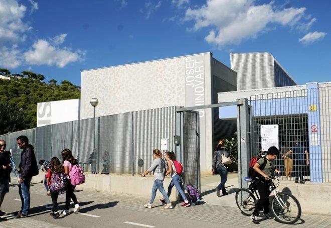 Alumnos y padres del colegio público Josep Guinovart de Castelldefels...