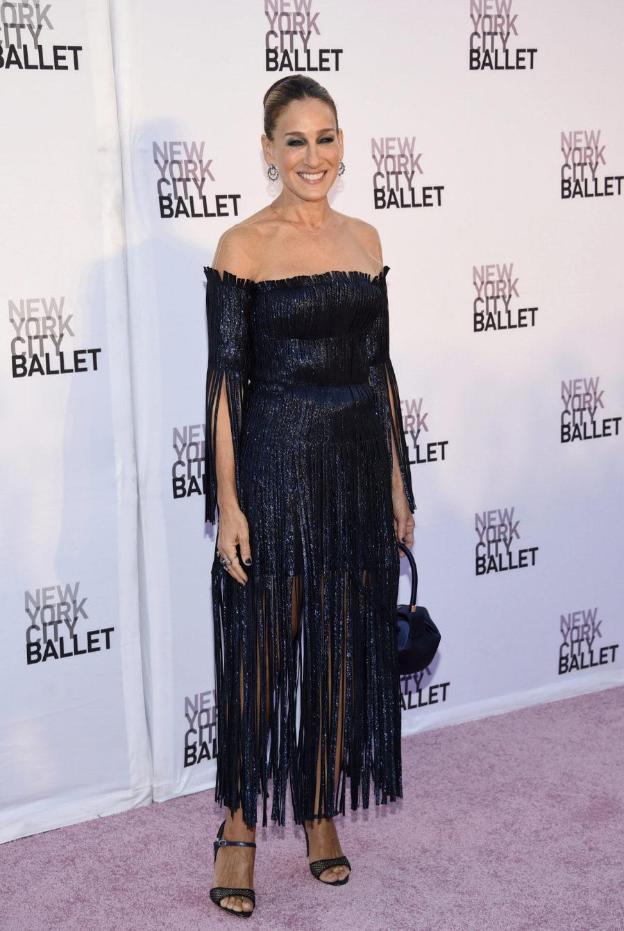 La actriz se presentó a la Gala de Ballet de Nueva York con un...