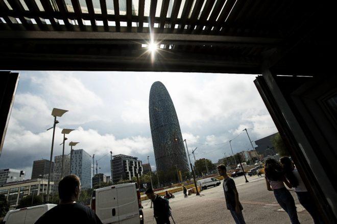 TORRE AGBAR. Símbolo de Barcelona, marca el camino hacia los barrios en los que la inmigraicón es masiva, española y extranjera.