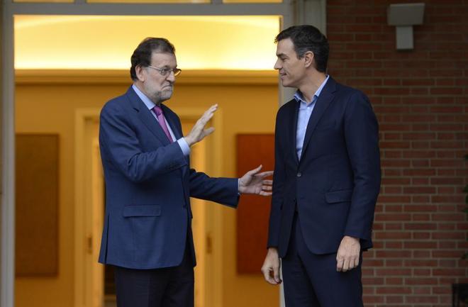 Mariano Rajoy y Pedro Sánchez, en una reunión en julio en el Palacio...