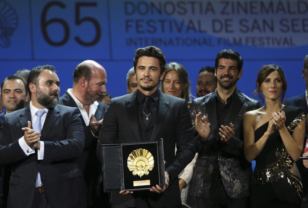 Franco y el elenco de The Disaster Artist con la Concha de Oro.
