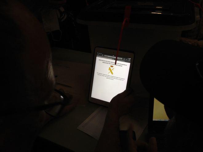 Un ordenador que muestra el mensaje de la intervención del censo...