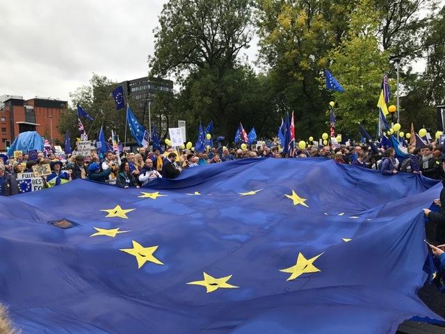 Mnifestantes contra la salida del Reino Unido de la Unión Europea, este domingo en Manchester.