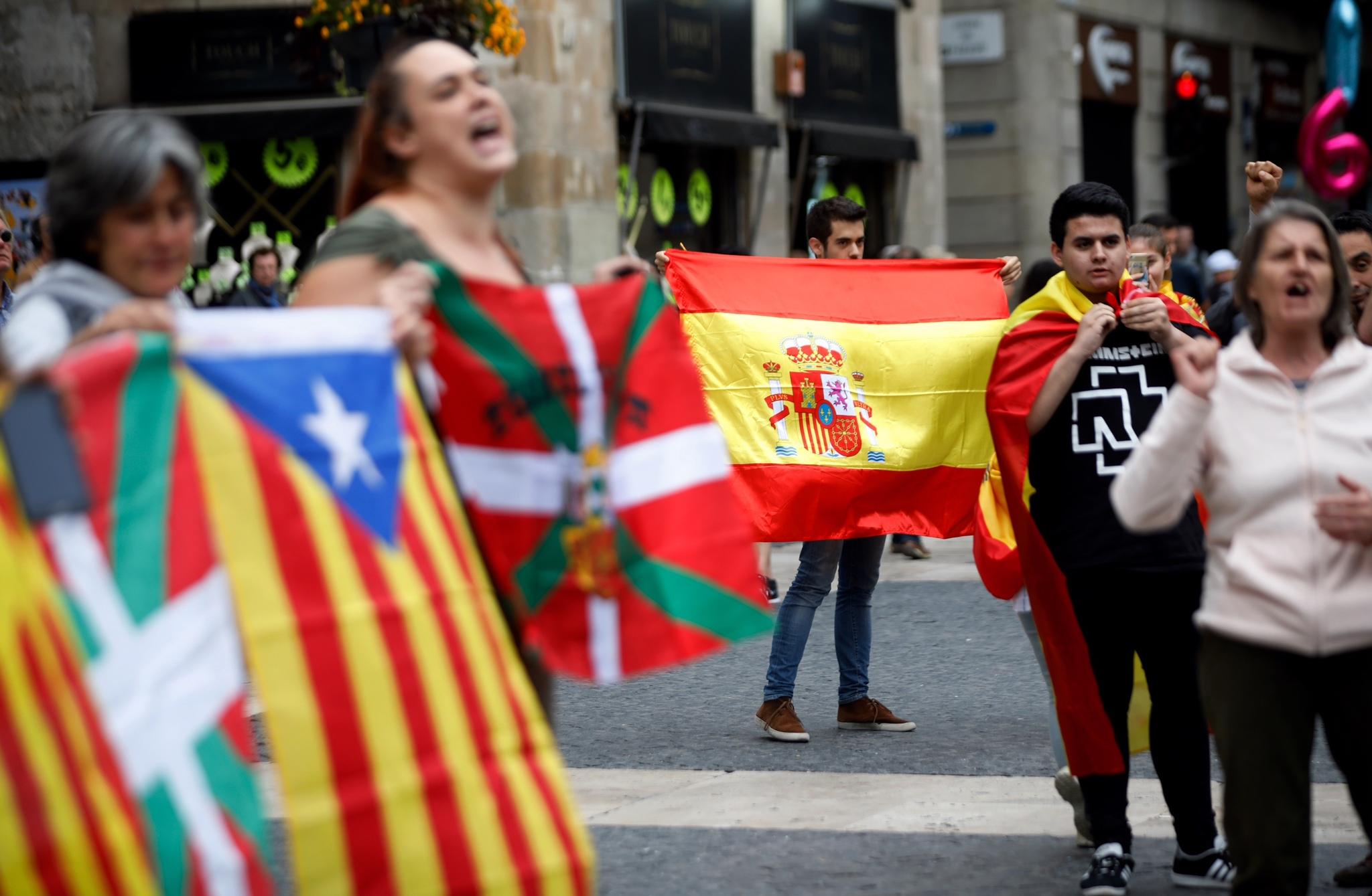 Imagen de una concentración en la Plaza Sant Jaume de Barcelona. Foto de  Alberto Di Lolli. f70dbb54946