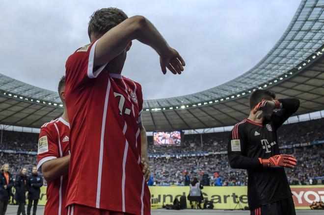 Los jugadores del Bayern Müller y Ulreich, tras el partido ante el Hertha.