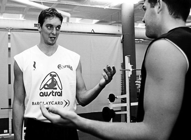 Pau Gasol y Felipe Reyes, durante la preparación para el Eurobasket de 2003.
