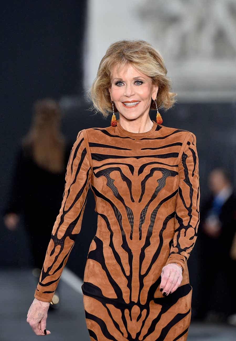 Jane Fonda en el desfile LOréal París en los Campos Elíseos