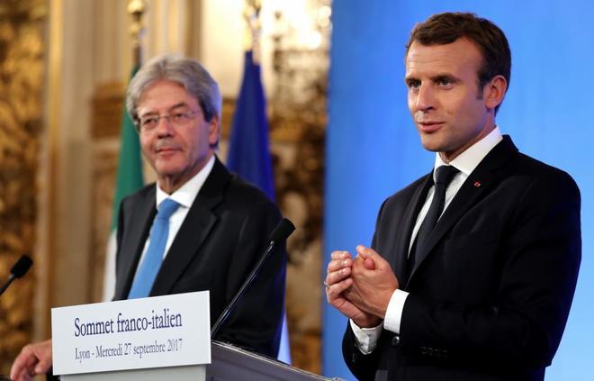 Paolo Gentiloni y Emmanuel Macron, el pasado 27 de septiembre en una...
