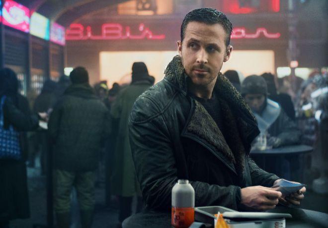 """""""Ryan Gosling se deja llevar, y pegar, sin desmerecer el tono siempre..."""